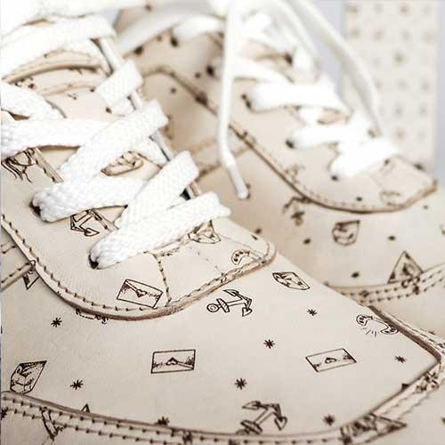Нанесения паттерна или фирменной графики на обувь лазерной гравировкой